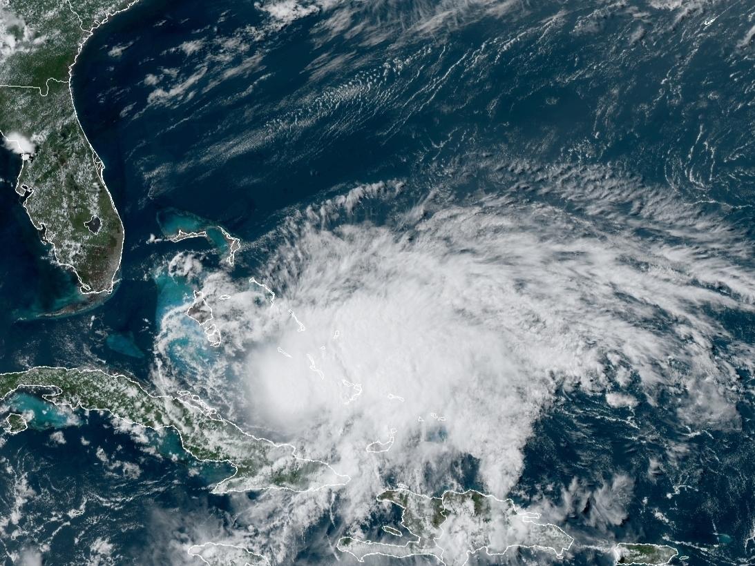 ASV piekrastei tuvojas spēcīgs orkāns