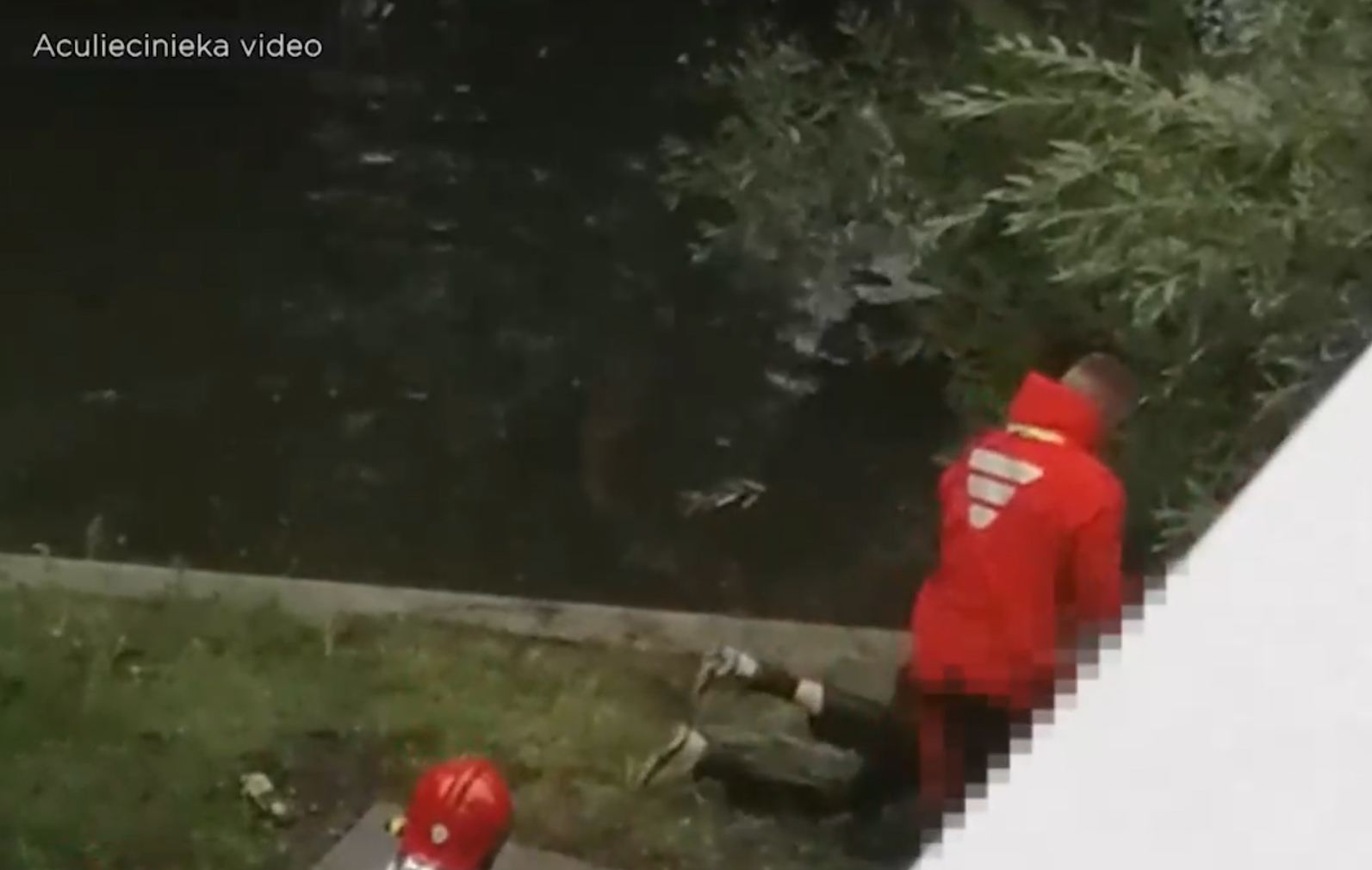 Video: kāds garāmgājējs Rīgā atrod līķi