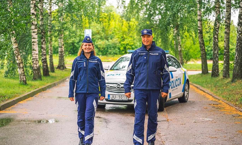 Foto: No 1. augusta daļa policistu dienesta pienākumus sāks pildīt jaunā dizaina formastērpos