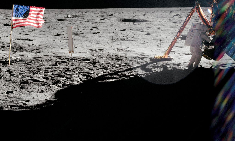 Teju puse aptaujāto Krievijas iedzīvotāju uzskata, ka amerikāņi uz Mēness nav bijuši