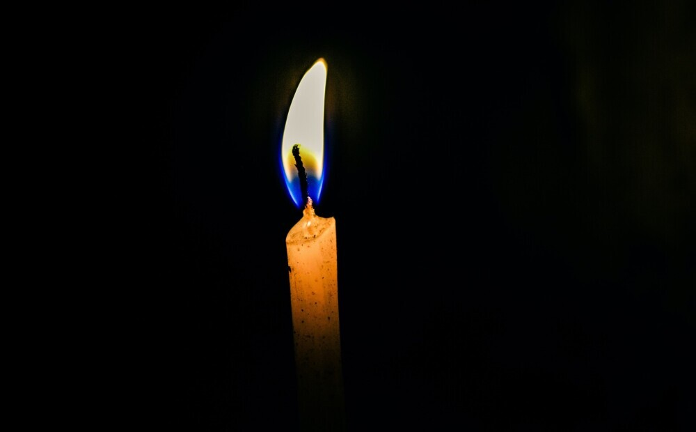 Traģēdija Jelgavā: pa astotā stāva logu izkritis un bojā gājis mazulis